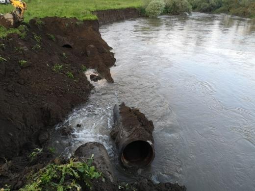 Aducțiunea de apă a Companiei de Apă Someș s-a rupt la Iclod