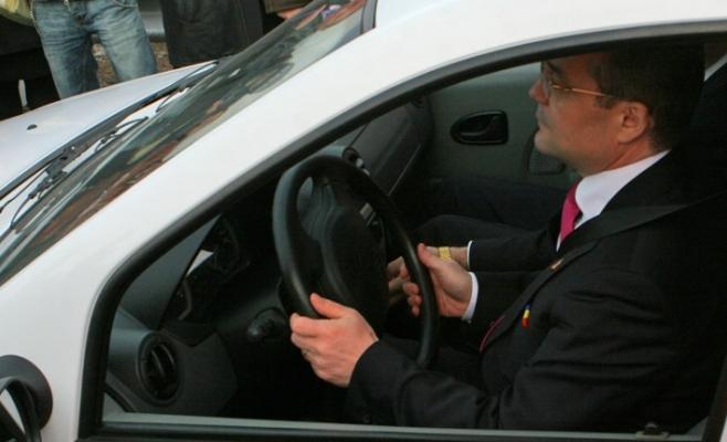 """Mesajul lui Emil Boc pentru părinții clujeni: """"NU le mai cumpărați mașini copiilor voștri!"""", foto: Gândul"""