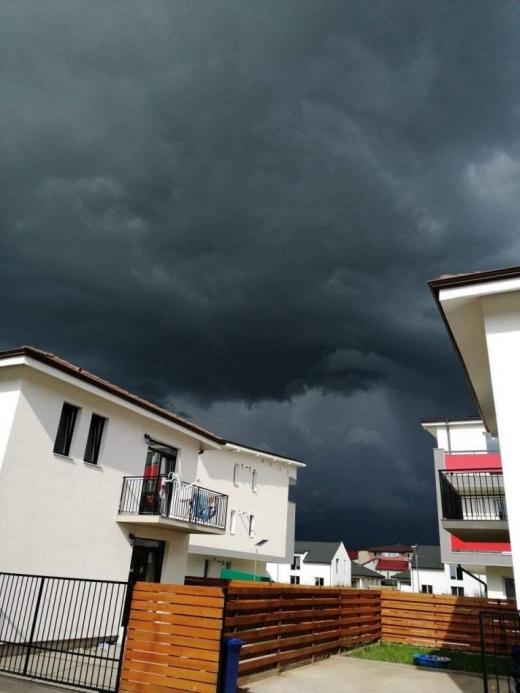 Nor negru de furtuna deasupra Clujului