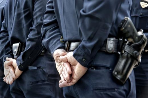 Polițistul român, obligat să fie politicos, dar îndreptățit să legitimeze cetățenii ca în SUA!