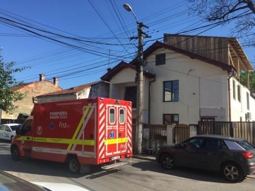 Clipe teribile pe strada Salcâmului: o femeie a căzut în gol de pe un imobil aflat în construcție