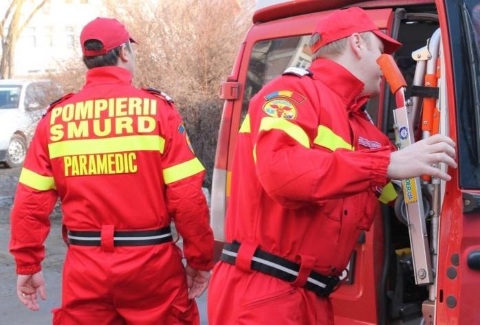 SMURD Cluj a intervenit pentru a acorda îngriiri unui copil căzut de la etaj