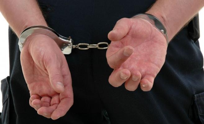 Bărbat din Turda, arestat după ce a pipăit mai multe femei și a făcut stripteasă în plină stradă
