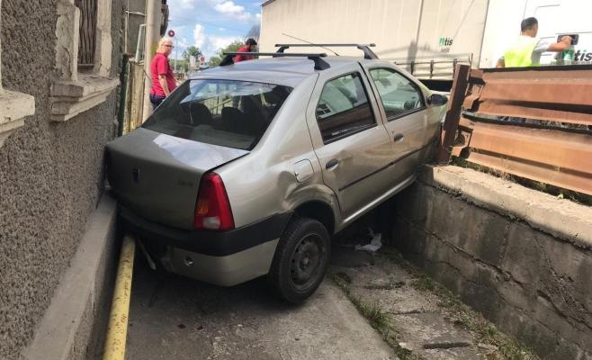Accident spectaculos la Dej: la un pas de moarte după o ciocnire cu un TIR sârbesc