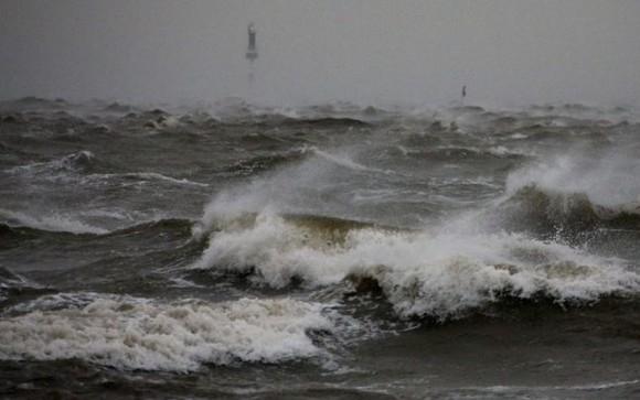 ATENȚIE celor care merg la mare: un ciclon ar putea afecta litoralul României!