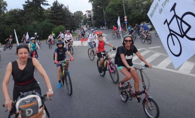 """Marșul Bicicliștilor Clujeni: """"Pistele sunt doar o cacealma inutilă bicicliștilor, să dea bine în statistici!"""""""
