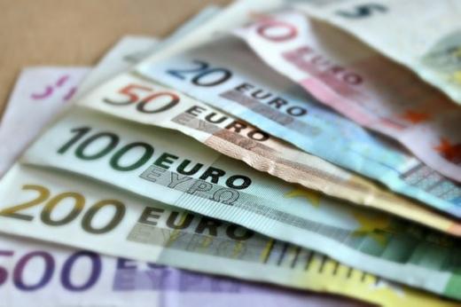 ANALIZĂ ECONOMICĂ Leul s-a depreciat din nou față de euro, care a ajuns la 4,73 lei