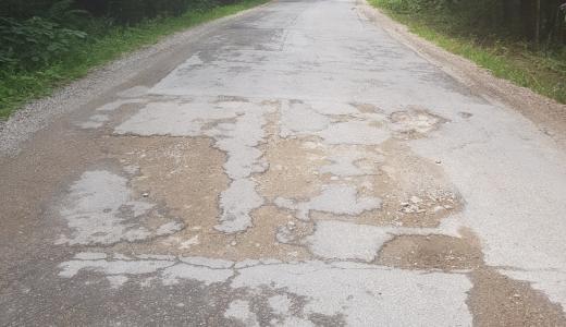 """Drumurile spre munte, distruse: """"Ruşine să le fie celor din Consiliul Judeţean Cluj!"""""""