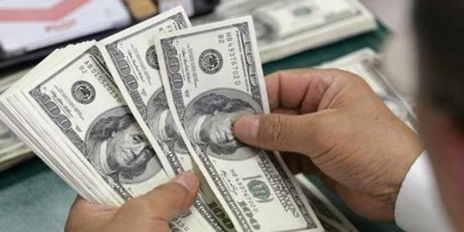ANALIZĂ Dolarul a crescut cu patru bani