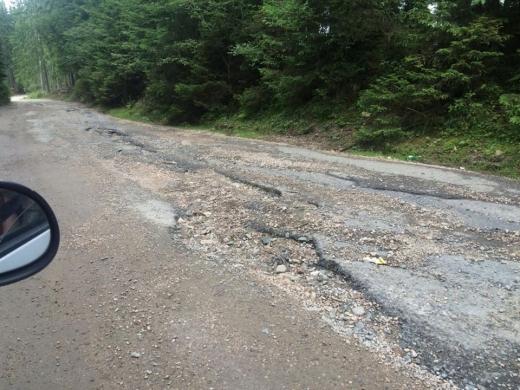 """Clujenii cer modernizarea unui drum județean: """"Reabilitarea drumurilor, cel mai mare eșec al Consiliului Județean!"""""""