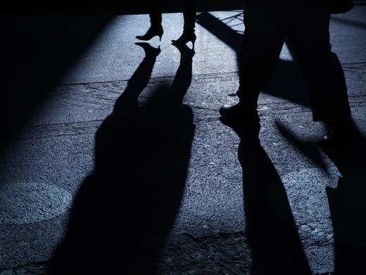 Tânăr agresiv din Cășeiu, arestat după ce a RĂPIT o minoră