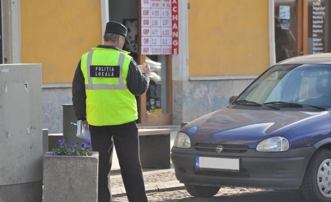 """Polițiștii locali, monitorizați cu camere video: """"Să nu mai stea pe telefon, la cafele pe terase!"""""""