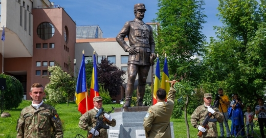 """Statuia generalului Gh. Mărdărescu, dezvelită la Cluj-Napoca: """"Poate fi asemănat cu Iancu de Hunedoara!"""""""