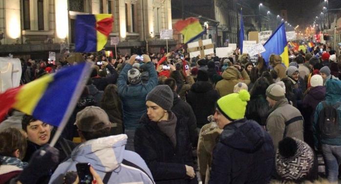 Proteste MASIVE în toată țara! Clujenii se adună în Piața Unirii, românii care se întorc în țară sunt așteptați la aeroport
