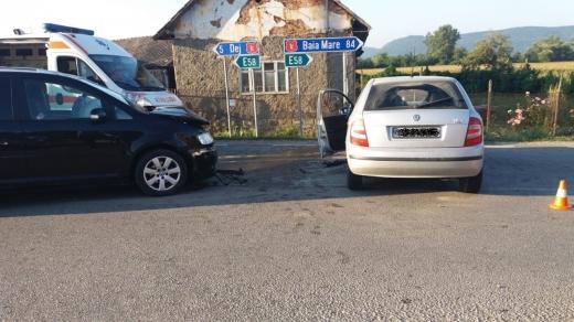 Accident la Cășeiu: pompierii au evitat un incendiu după impactul între două mașini