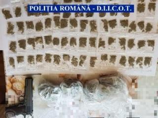 Traficanți de droguri, deconspirați de polițiștii clujeni. Zeci de percheziții, sute de grame de substanțe descoperite!