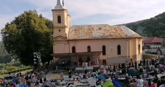 Mii de pelerini au ajuns la Mănăstirea Nicula, pompierii sunt pregătiți pentru situațiile de urgență