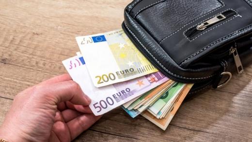 ANALIZĂ Euro și aurul au crescut
