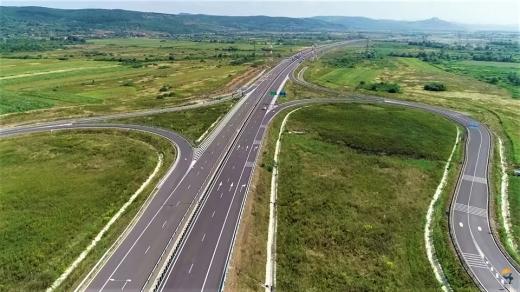 """O nouă """"autostradă muzeu"""" în țară: """"Cât va mai dura bătaia de joc față de șoferi și față de banul public?"""""""