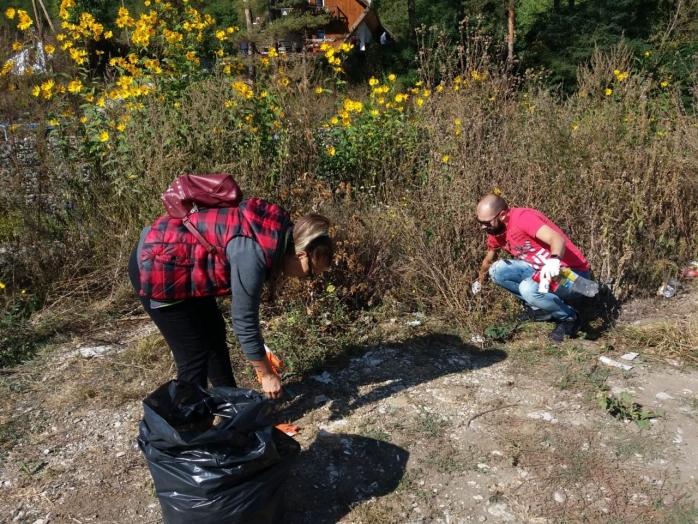 Acțiune de ecologizare în Cheile Turzii. Sute de saci de gunoaie au fost adunate de voluntari!
