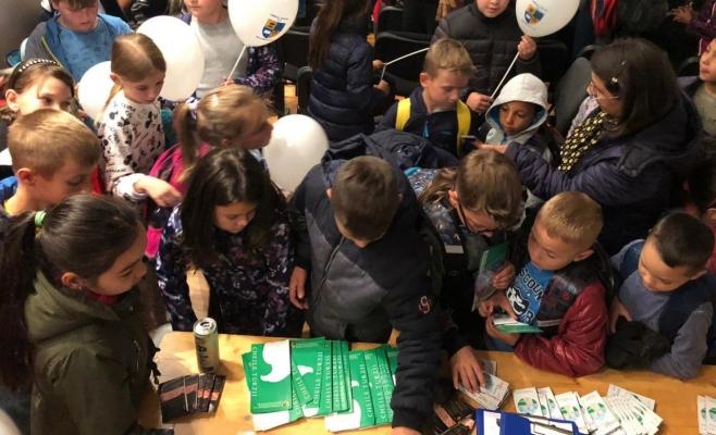 """Zeci de copii din comunele Aghireșu și Baciu, încântați de spectacolul Teatrului de Păpuși """"Puck"""""""