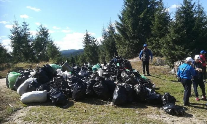 FOTO Sute de voluntari, mii de saci de gunoi adunați! Prăpăd în urma turiștilor în județul Cluj