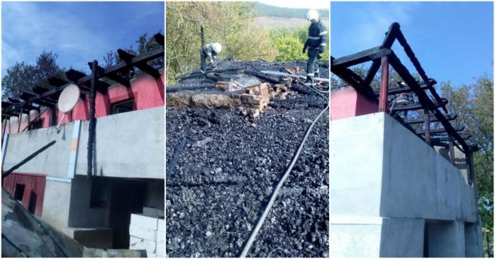 Incendiu de proporții la Ghirolt, acoperișul unei case s-a făcut scrum