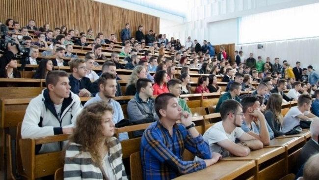 Proaspeții studenți, așteptați la Săptămâna Bobocului în Campusul Hașdeu. Voluntarii, chemați în OSUBB