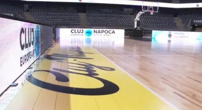 Parchet nou ca în NBA în Sala Polivalentă!
