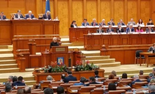 """Búcsút int Dăncilă! Megszavazta a parlament a bizalmatlansági indítványt. Kelemen Hunor: """"Úgy cselekedtünk, ahogyan megígértük!"""""""