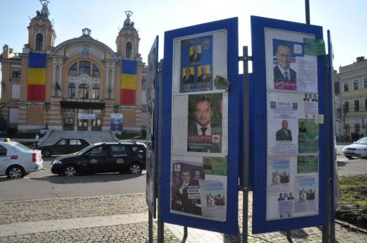 Fețele candidațillor la prezidențiale, în locuri speciale pentru afișaj electoral în Cluj-Napoca