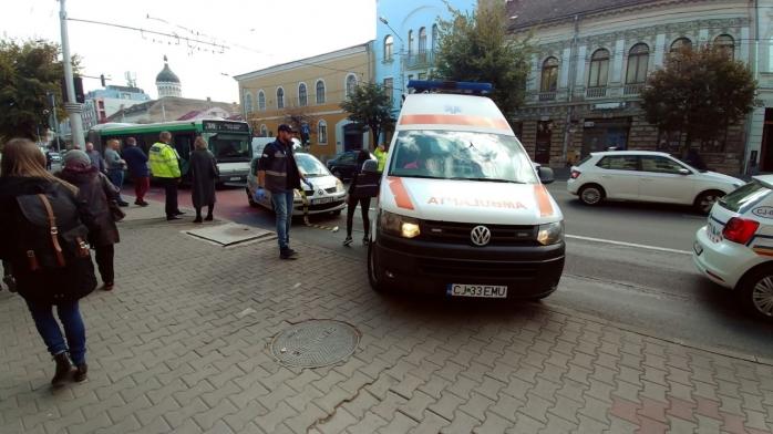 Un șofer neatent a lovit un autobuz în zona Sora