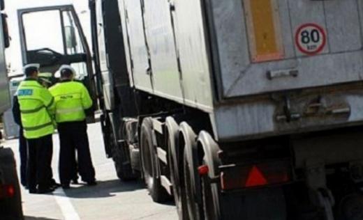 Polițiștii clujeni demarează acțiunea Truck & Bus. Autobuzele și camioanele, luate la puricat de agenți