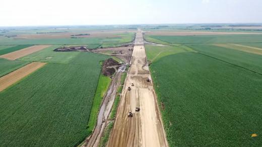 """4 km de asfalt la granița cu Ungaria, """"momentul istoric"""" al Autostrăzii Transilvania anunțat de ministrul demis Cuc"""