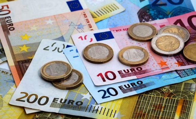 ANALIZĂ Cursul euro a urcat spre 4,76 lei