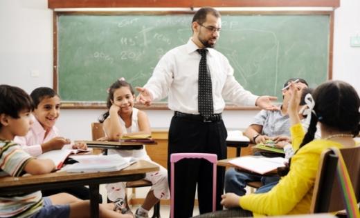 25.000 pedagógus elbocsátását vonhatja maga után a heti óraszám csökkentése az iskolákban