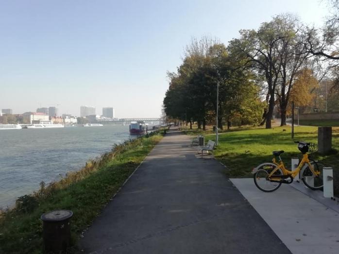 Desculț în centrul Bratislavei, Adrian Dohotaru visează la alei pietonale și cicliste la Cluj-Napoca, sursă foto: Facebook Adrian Dohotaru