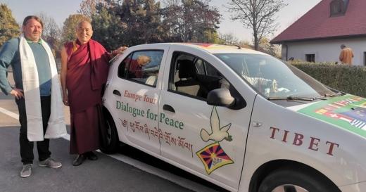 """Reprezentantul lui Dalai Lama, despre China la Cluj-Napoca: """"Nicio putere nu e veșnică!"""", sursă foto: Facebook Mihai Goțiu"""