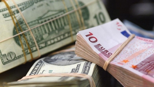 ANALIZĂ Euro a stagnat aproape de 4,76 lei, cursul monedei americane a crescut