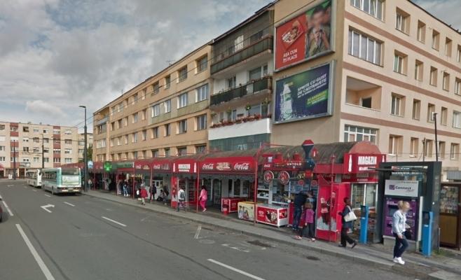 Lebontják a kommunizmusra emlékeztető buszmegállót az Állomás téren