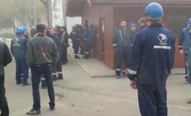 Grevă spontană la Salina Ocna Dej, zeci de mineri refuză să intre în subteran, sursă foto: captură video dejeanul.ro