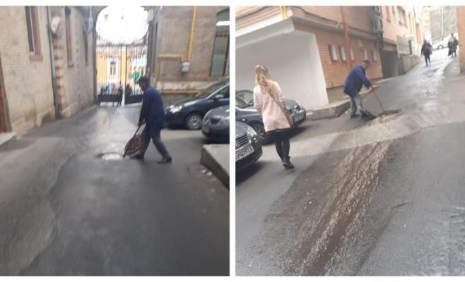 Rahatul se scurge în șiroaie lângă UPU a Spitalului Clinic Județean de Urgență Cluj, sursă foto: Facebook Emanuel Ungureanu