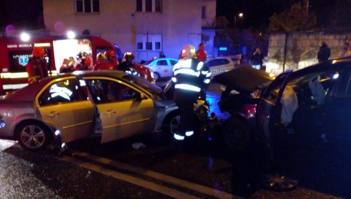 FOTO Trei adulți și doi copii răniți într-un accident pe Calea Turzii, sursă foto: ISU Cluj