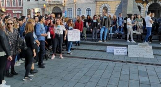 Absolvenții de medicină răsuflă ușurați, Iohannis a promulgat legea privind examenul de rezidențiat