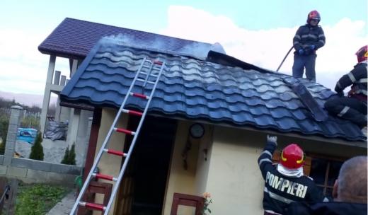 FOTO Incendiu pe o stradă din Dej, o cabană a fost cuprinsă de flăcări, sursă foto: ISU Cluj