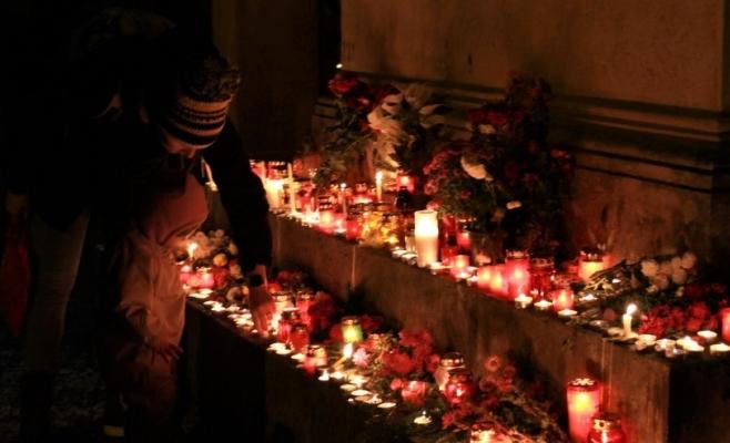 FOTO/VIDEO Világítás Kolozsváron, gyertyák és virágok borították el a Házsongárdi temetőt, fotó: Raymond Füstös