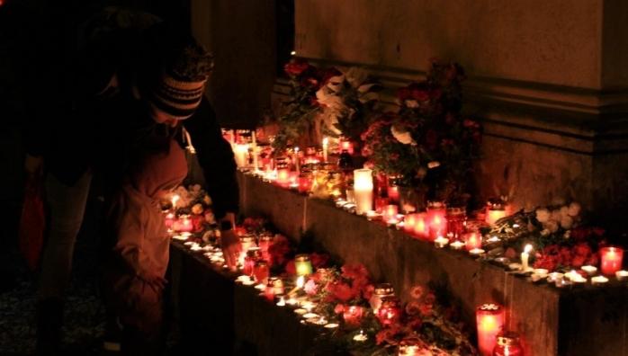 FOTO/VIDEO Emoțiile Luminației i-au copleșit pe clujeni. Cimitirul Central s-a transformat într-o oază de pace, lumânări și flori, sursă foto: Raymond Füstös / monitorulcj.ro
