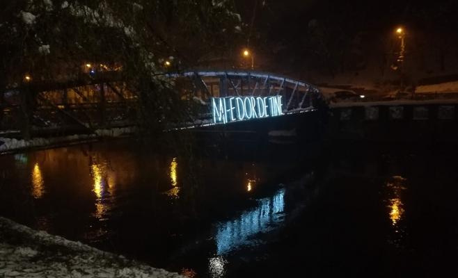 Mi-e dor de tine! Mesajul de pe podul Elisabeta, reuniune virtuală între Londra și Cluj-Napoca, sursă foto: Facebook Andi Daiszler