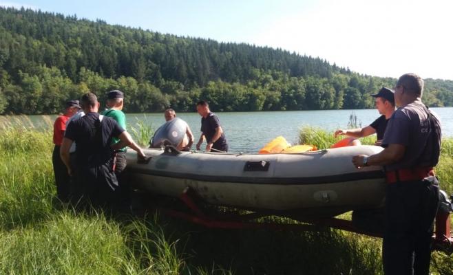 Descoperire macabră! Un bărbat de 45 de ani a fost găsit decedDescoperire macabră! Un bărbat din Bacău, găsit decedat într-un lac din Clujat într-un lac