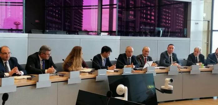 Emil Boc a semnat la Bruxelles Declarația orașelor care încurajează start-up-urile, sursă foto: Facebook Emil Boc